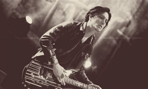 synyster gates hair synyster gates by caah97 we come out at night synyster gates short hair vs long