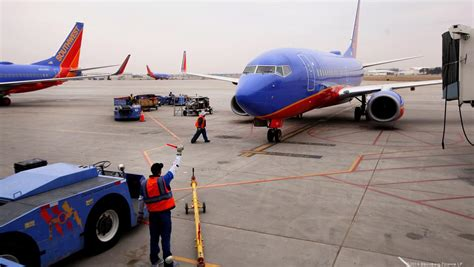 southwest airlines r agents will walk picket line at