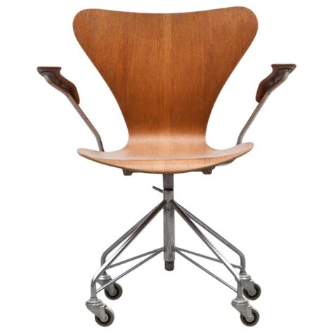 Swivel Armchairs For Sale by Arne Jacobsen Swivel Armchair For Sale At 1stdibs