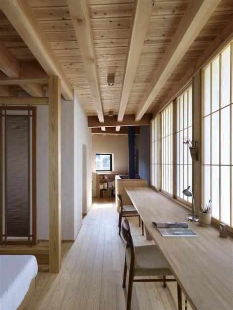 Charmant Decoration Pour Jardin Japonais #5: Decoration-chinoise-meubles-en-bois-clair-plafond-en-bois-joli-chambre-de-style-chinois.jpg