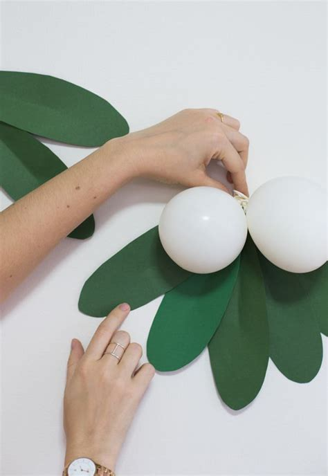 How To Make Mistletoe Out Of Paper - 17 best images about all about balloons on