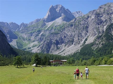 ferienhütten tirol chalet panoramah 252 tte mit sauna hippach mayrhofen