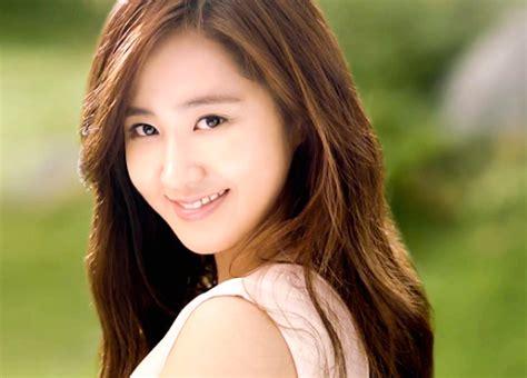 yuri snsd terpesona karakter seo in guk di film no breathing berita yuri snsd