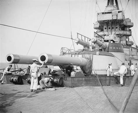 5 inch naval gun turret 13 5 inch forward turrets of super dreadnought hms benbow