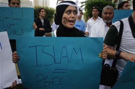 consolato iraniano protesta delle donne islamiche al consolato