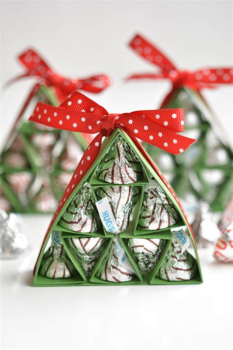 how to make hershey s kisses christmas trees