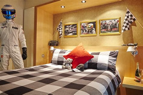 london themed room i want this dreaming uk pinterest hilton create dream f1 hotel room inspired by jenson