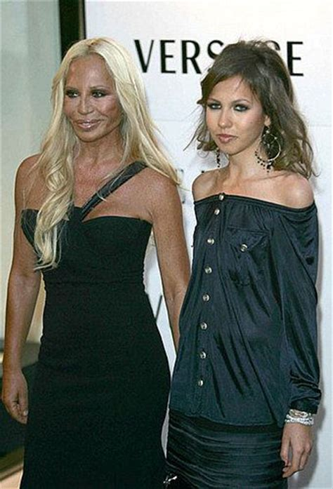 Donatella Versaces Admitted To Hospital For Anorexia by 25 Best Ideas About Allegra Versace On