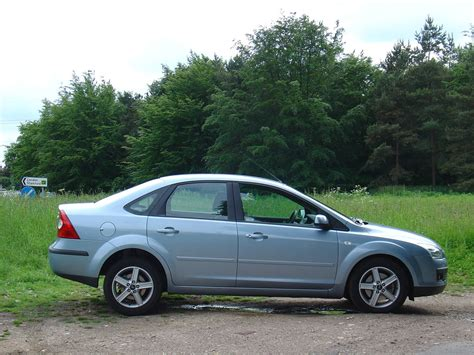 ford focus review ford focus saloon review 2005 2009 parkers