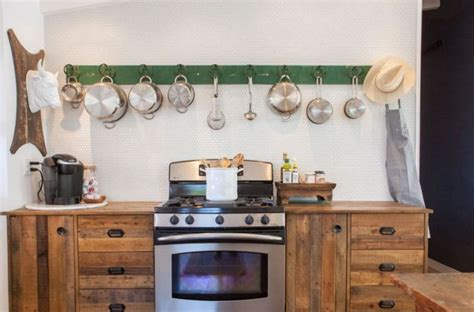 looking for a solution for hanging pictures on your tv as 25 melhores ideias de hanging pots kitchen no pinterest
