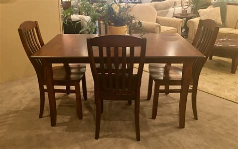 Amish Kitchen Tables And Chairs Amish Table 4 Chairs Mooradians