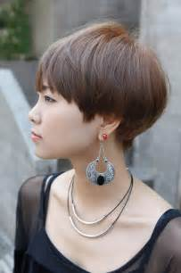 hairstyle wedge at back bangs at side very short haircuts with bangs for women short