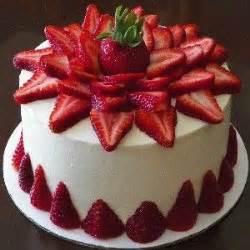 home made cake decorations best 25 strawberry birthday cake ideas on pinterest
