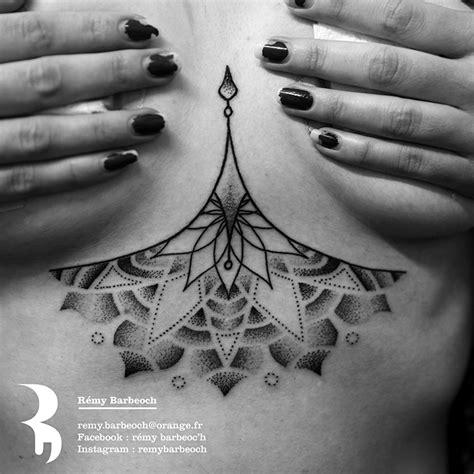 Modèle Tatouage Poitrine