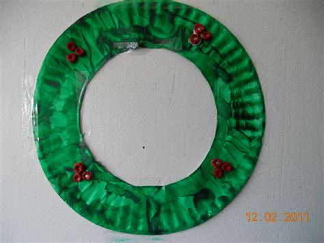 easy paper plate wreath super mommy to the rescue