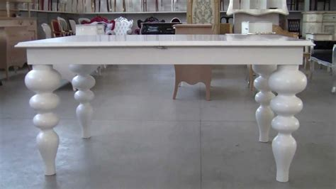 verniciare un tavolo di legno tavolo con gambe tornite laccato bianco opaco