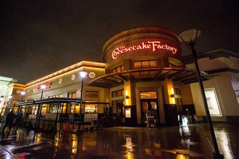 cheesecake factory faces huge backlash after kicking out officers for carrying firearms hidden