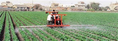 auto boom type pesticide spraying lorry