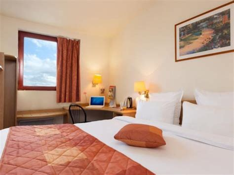 comfort airport cdg comfort hotel airport roissy cdg h 244 tels 224 le mesnil amelot