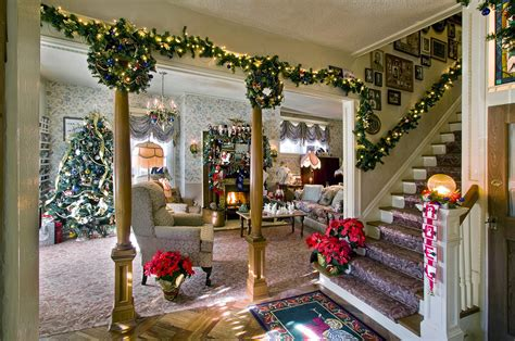 christmas homes decorated inside traditional christmas decorating ideas home ifresh design