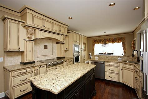 How To Glaze White Kitchen Cabinets Kitchen Room Antique White Glazed Kitchen Cabinet Kitchen Rooms