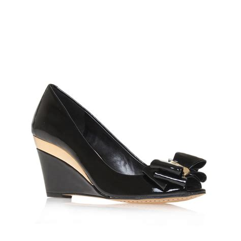 vince camuto shoes vince camuto varro court shoes in black lyst