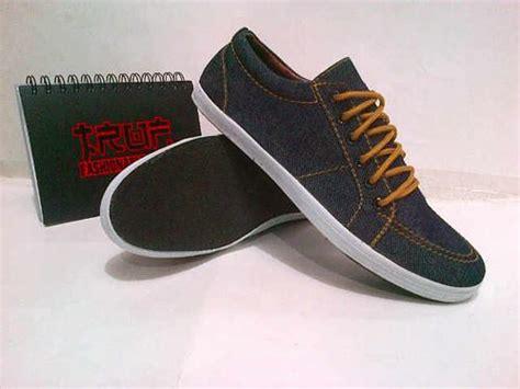 Sepatu Truf Slip On Denim sepatu pria gudang shopping
