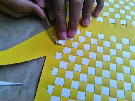 cara membuat seni montase cara membuat anyaman dari kertas yang mudah dan sederhana