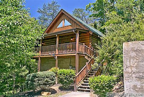 smoky creek cabins hilltop hideaway pigeon forge and gatlinburg pigeon forge cabin cozy creek hideaway from 130 00