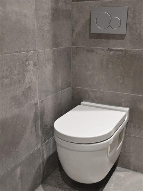 Toilet Tegel Op Tegel by Betonlook Toilet Met Wit Toilet En Waskom Maxaro
