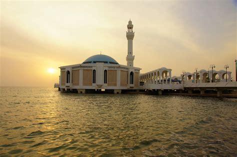 corniche jeddah be amazed by the wonderful mosques of jeddah radisson