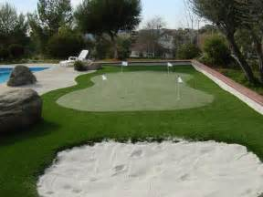 a putting green in backyard how to build a putting green homesfeed