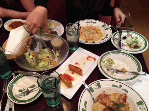 olive n garden olive garden restaurant review business insider