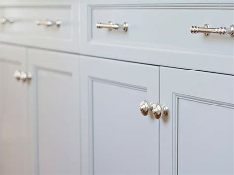 where to place handles on kitchen cabinets install new kitchen cabinets handles home design ideas
