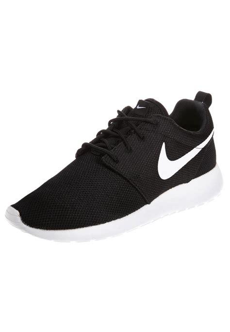 nike sportswear roshe one sneaker black white volt