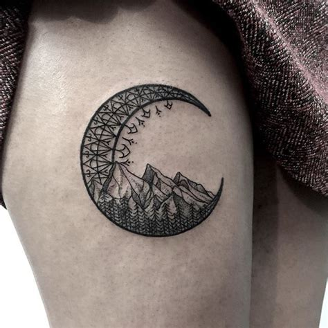 crescent tattoo best 25 crescent moon tattoos ideas on moon