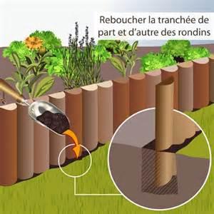 poser une bordure en rondins de bois am 233 nagement de jardin