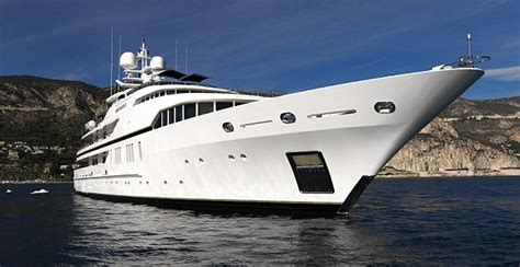 wider view   candyscape luxury yacht