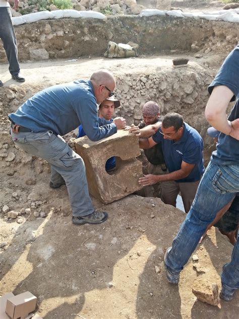 Find In Israel Archaeologists In Israel Find Evidence That Proves Literal Of Bible Christian