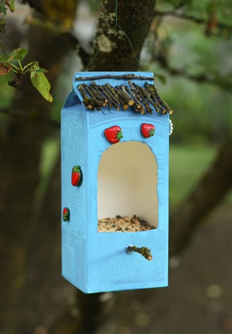 make a bird feeder out of recycled materials audubon