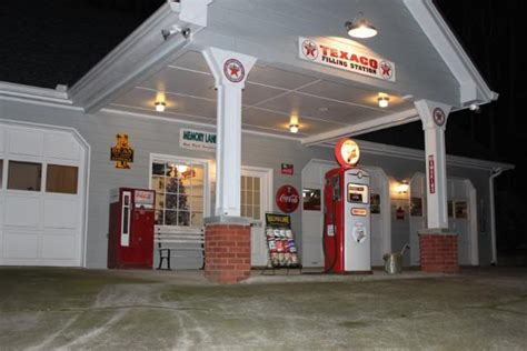 Garage Petrol Station by 1000 Images About Petrol Bowsers On
