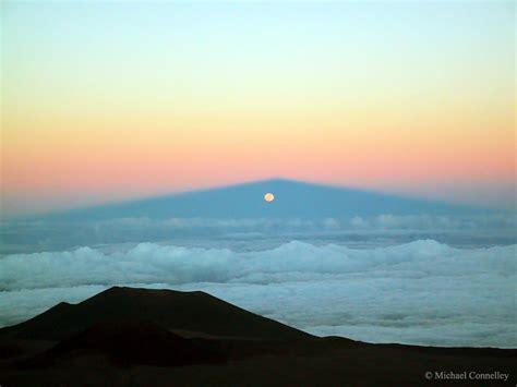 mauna kia apod 2015 may 3 moonrise through mauna kea s shadow