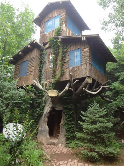 really cool tree houses a three store tree house in the woods
