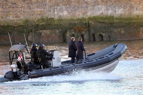 thames river james bond daniel craig takes to the river thames to begin filming