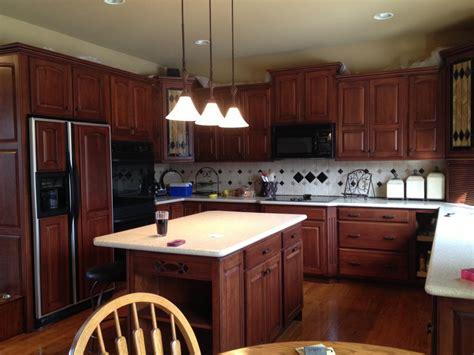 cherry oak kitchen cabinets staining kitchen cabinets cherry roselawnlutheran