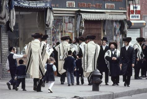Shopping Reaches Record Heights For Fashion by Jewcy Hasidic Stores In Williamsburg Reach An