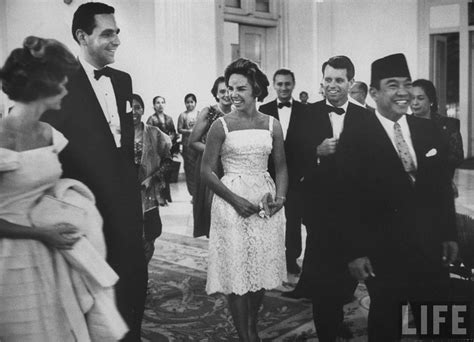 biography text of soekarno 1000 images about sukarno on pinterest guerrilla che