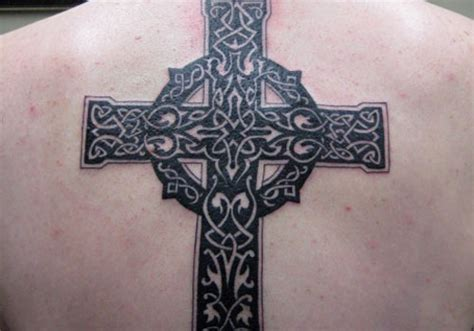 celtic cross back tattoo 30 excellent celtic cross tattoos creativefan
