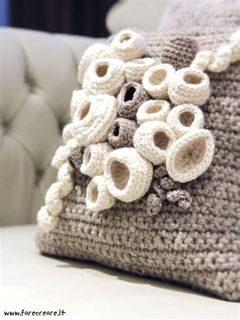 cuscino all uncinetto crochet your home oggetti all uncinetto per una casa a
