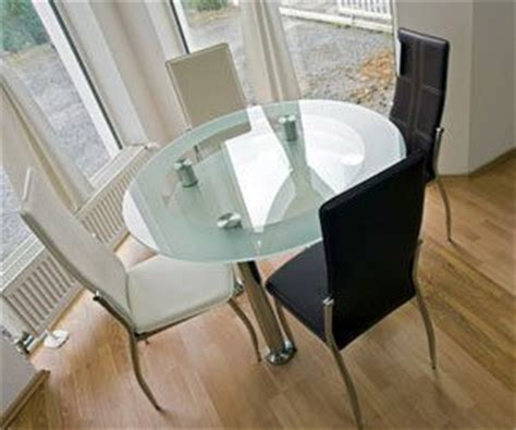 How To Clean Glass Dining Table How To Remove Streaks Or From A Glass Dining Table